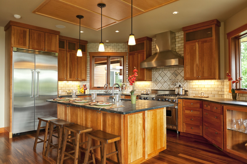 consider desirable features to price your home to sell
