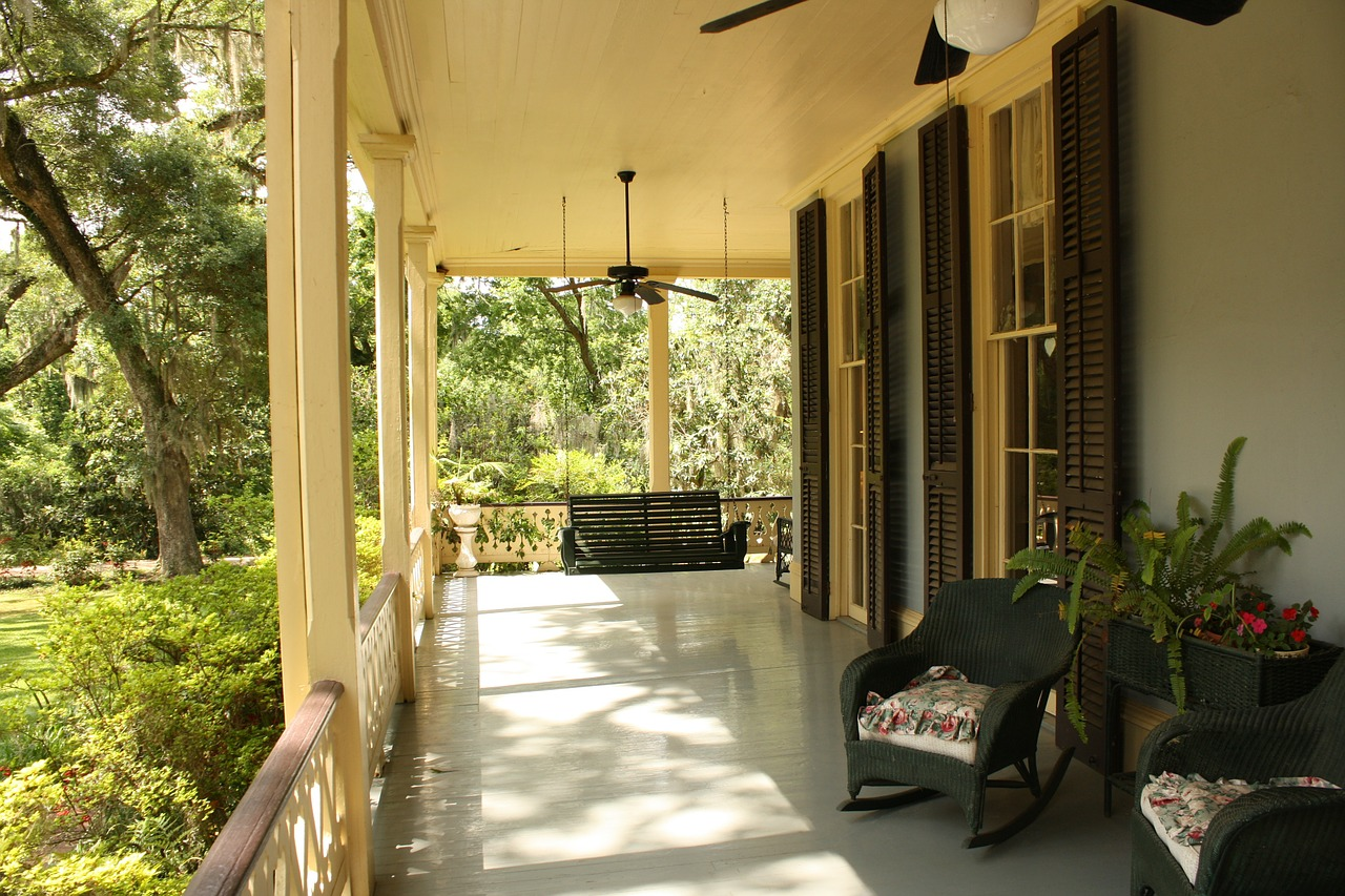 porch with ceiling fan and lights