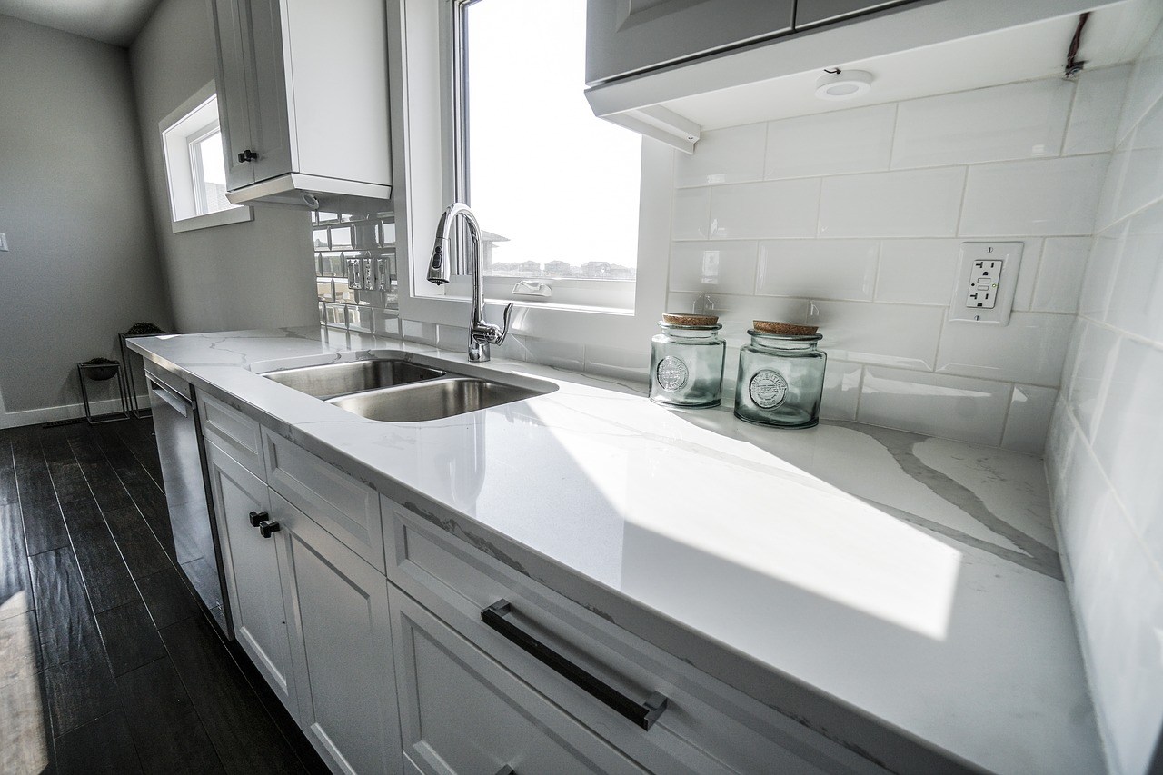 kitchen sink with pulldown faucet